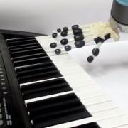 Το ρομπότ που παίζει πιάνο