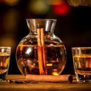 Το ρακόμελο ανάμεσα στα 10 καλύτερα ποτά για το Χειμώνα