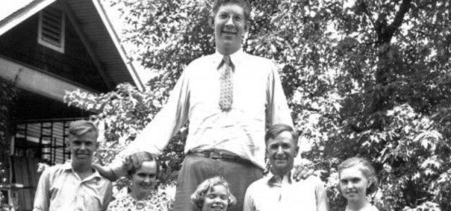 Η συγκλονιστική ιστορία του ψηλότερου ανθρώπου του κόσμου Robert Wadlow