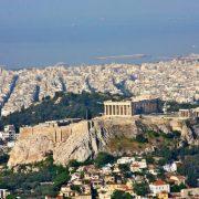 Η Figaro αποθεώνει την «αιώνια Αθήνα» και την Ακρόπολη