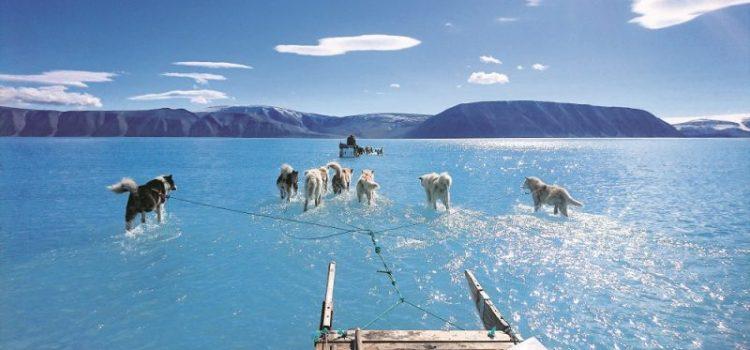 Οι επιστήμονες ανησυχούν λόγω καύσωνα και κρούουν τον κώδωνα του κινδύνου για τη Γροιλανδία