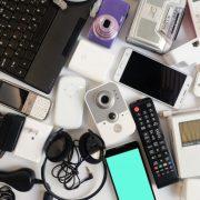 Όσες περισσότερες «έξυπνες» συσκευές έχει κανείς στο σπίτι του, τόσο λιγότερο ικανοποιημένος νιώθει