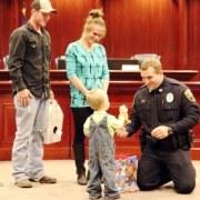 Βραβείο Εθελοντισμού και Ανθρωπιστικής προσφοράς στον Τεξανό αστυνομικό Chase Miller