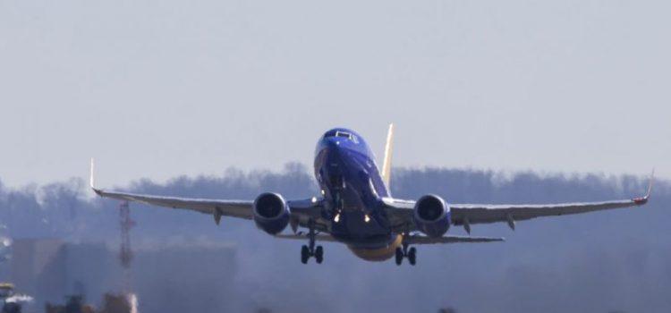Διευρύνονται από σήμερα οι πτήσεις εσωτερικού. Υποχρεωτική η χρήση μάσκας