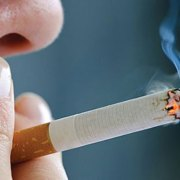 Η μοναξιά κάνει πιο εύκολο το ξεκίνημα και πιο δύσκολο το κόψιμο του τσιγάρου