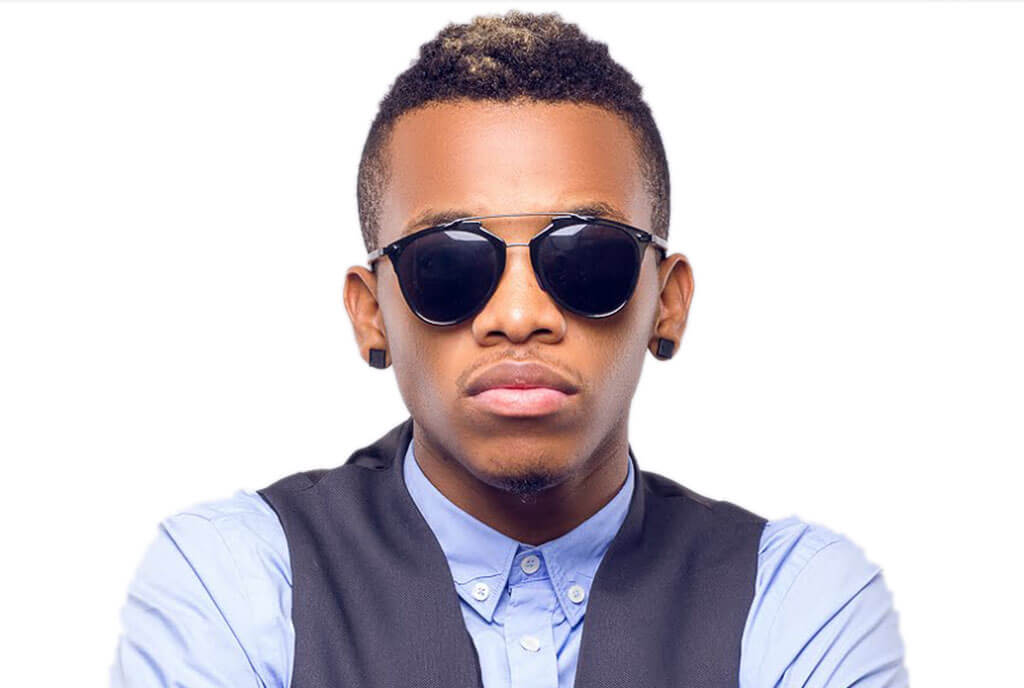 Nigerian music star, Augustine Kelechi, popularly known by his stage name as Tekno has blasted Nigerian leaders stealing from the national purse.