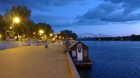 la cross riverside park