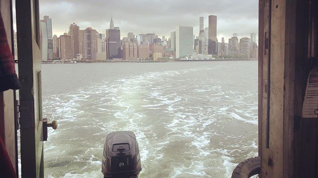 An unprecidented view out the shantyboat backdoor. #shantyboat #nyc #manhattan #eastriver