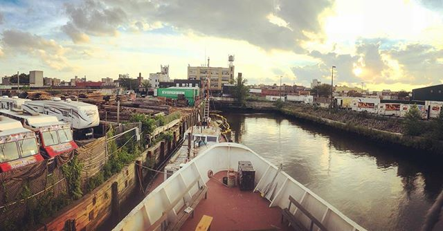 In the wilds of Brooklyn, in a land of artists' studios and light industrial garages, the Schamonchi serves as a floating community center at the end of Newtown Creek #Shantyboat #CommunitySpaces #BlueAnarchy #Brooklyn #NYC