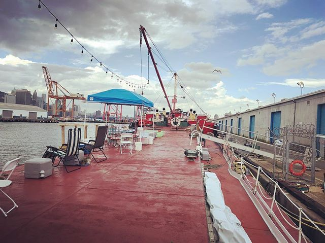 So excited to finally visit the Mary A Whalen but alas all the hands may have been swept out to sea #MaryWhalen #portsideny #shantyboat