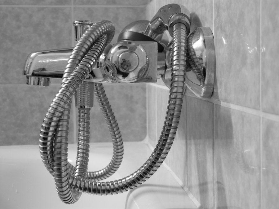 Cómo limpiar moho del baño. Blanquear las juntas