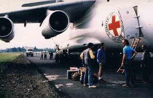 Avión de la Cruz Roja en Ruanda. Foto: Luis Davilla