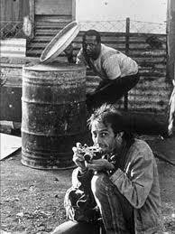 Kevin Carter durante uno de los numeros disturbios de Johannesburgo durante el final del appartheid.