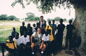 Los boniatos desembarcan en Ayod, julio de 1993, época de lluvias. La naturaleza vestida de verde intenso, pero la tragedia y el espanto, de otro color. (Foto: LUIS DAVILLA)