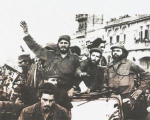 Entrada de Fidel Castro en La Habana el 8 de enero de 1959. A la derecha, en la foto, Huber Matos.