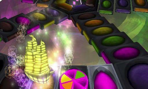 Trivial Pursuit: Unhinged PlayStation 2  Aquí está la jugada de Pink. Rodaron un uno y pueden moverse a la celda de Historia a la izquierda. El material animado muestra que esta celda de historial es, solo para este turno, una celda de pregunta aleatoria. Aquí, el color rosa tiene la opción de una celda de Rollar de nuevo o una celda de Pregunta aleatoria. En puntos aleatorios del juego se anuncian las celdas de bonificación Doble o Triple. .