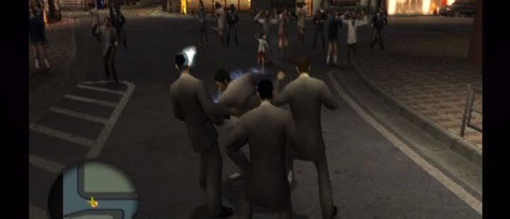 Yakuza PlayStation 2 Haruka nos anima desde el banquillo.