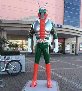 石巻市役所前の仮面ライダー