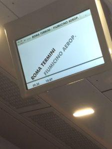 フィウミチーノ空港行の電車