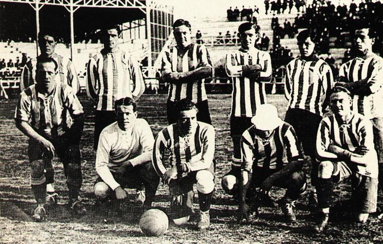 Argentina, Copa América 1916. De pie: Reyes, Olazar, J.D. Brown, Guidi, Badaracco y P. Martínez Hincados: Perinetti, Wilson, Marcovecchio, Ohaco y Heissinger