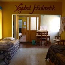 Im Vorraum zum Geburtszimmer werden Schwangerschaftskontrollen durchgeführt, befindet sich das Hebammenbüro und ruhen sich die Hebammen aus wenn eine Geburt mal länger dauert.