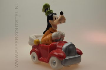 Goofy-in-rode-cabriolet-categorie-animatie-figuren-peper-en-zoutstel