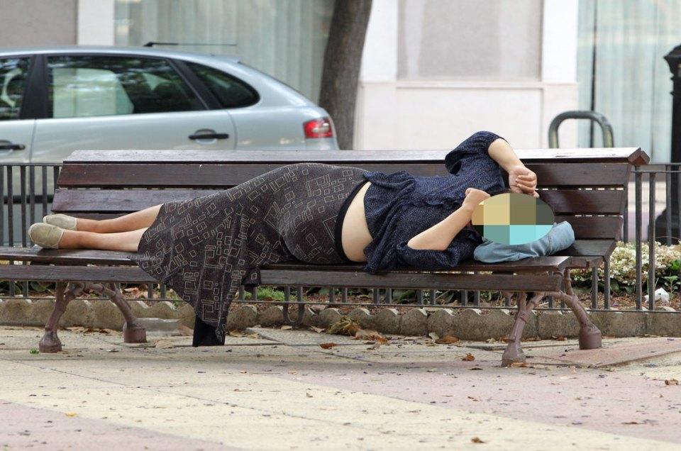 Embarazada durmiendo a pleno sol en el verano de Murcia