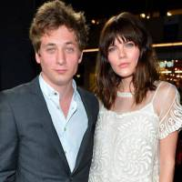 Is Jeremy Allen White still Dating Girlfriend, Emma Greenwell? Know about Their Love Affair and Relationship