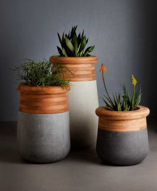 Over-sized-Planter-that-is-Made-from-Wood-and-Concrete-600x732