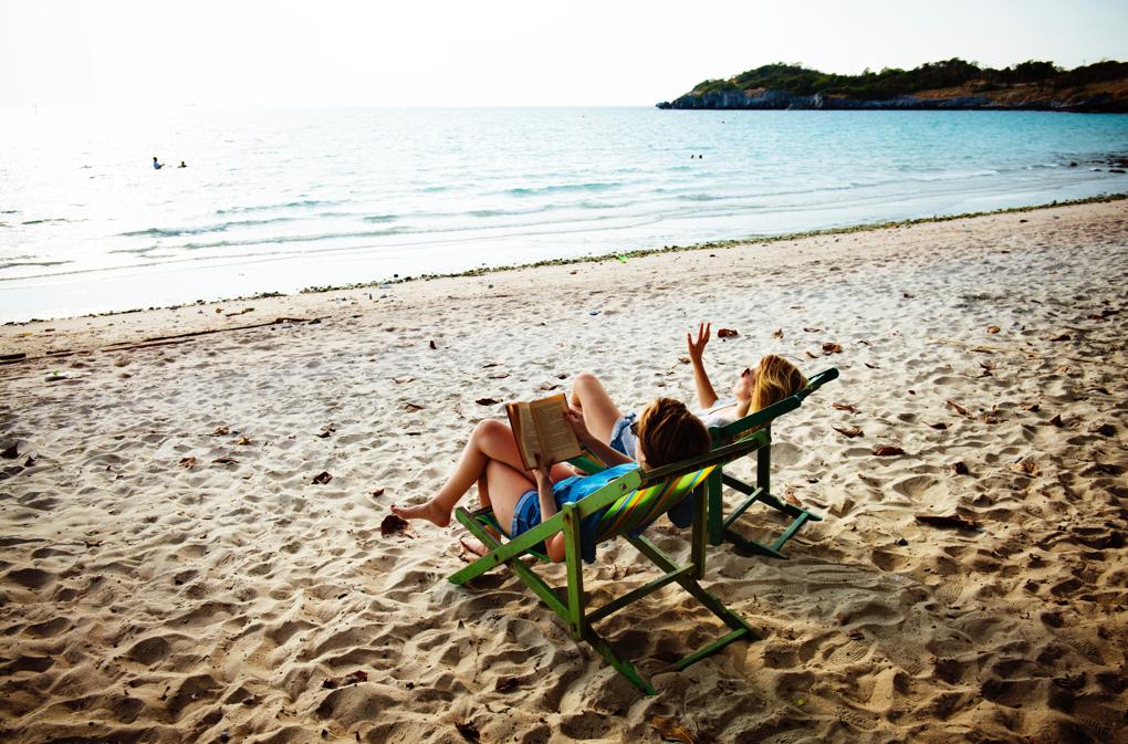 1020- beach-beach-chair-daylight-556961