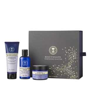 Rejuvenate Frankincense Collection | NYR Organic Gift Collection 2017 Come read about all the gift collections for winter 2017! www.pepperminttulip.com