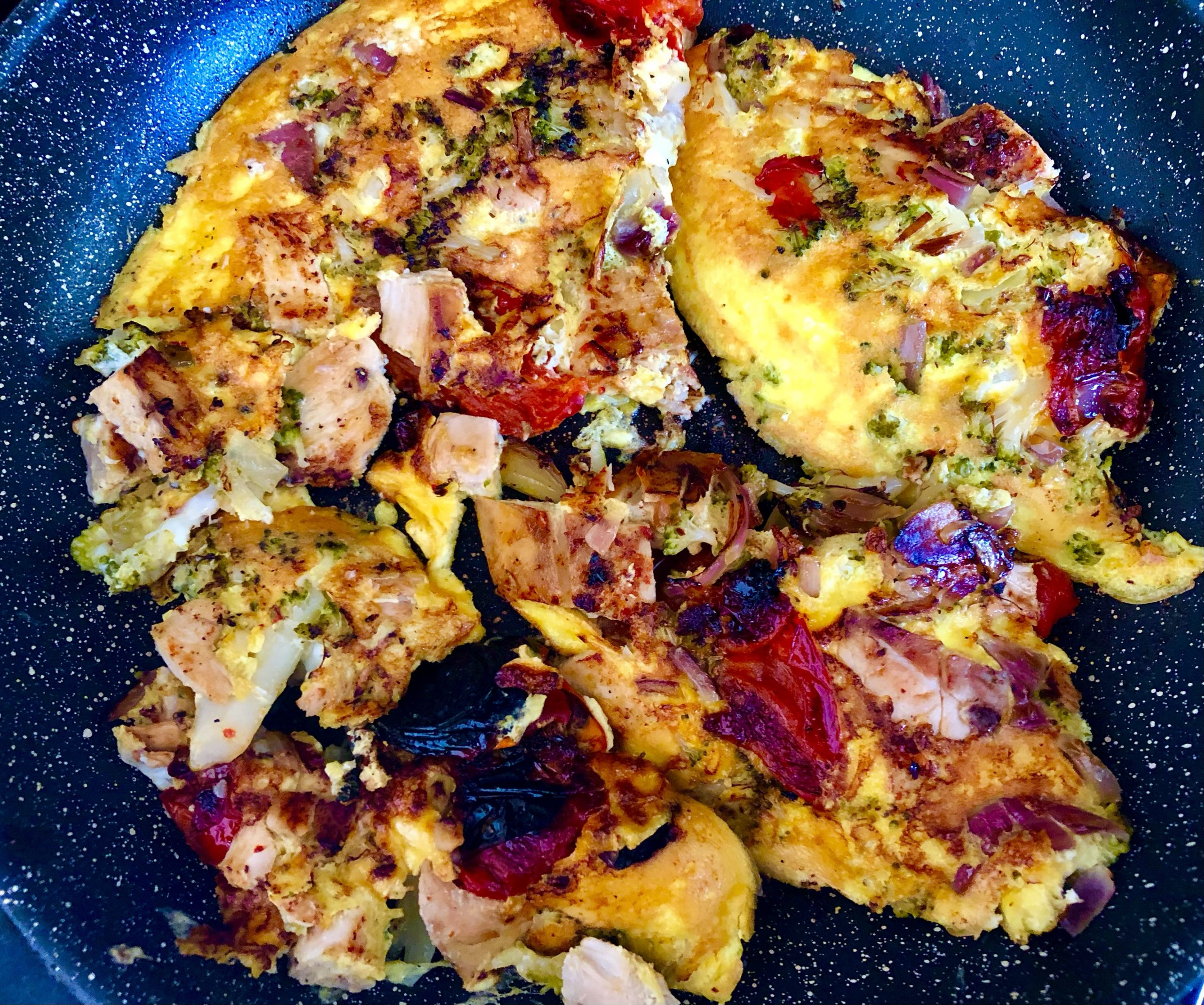 Frittata with diced chicken breast, broccoli and peppers