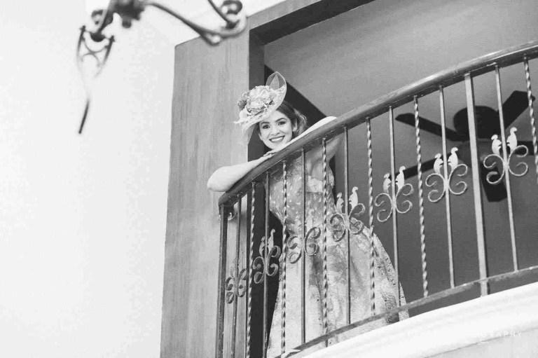 Retrato de Johanna en el Balcón en blanco y negro