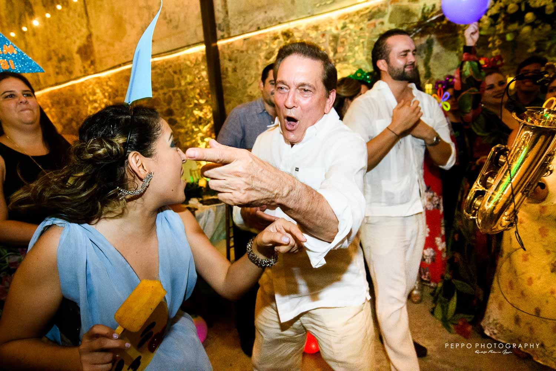 Nito disfrutando de la boda de Johanna y Jorge