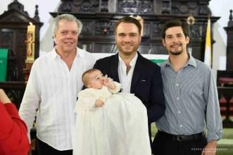 Rafael con su papa, tío y abuelo