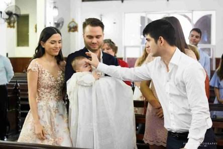 Los padrinos y Rafael unción con el Crisma