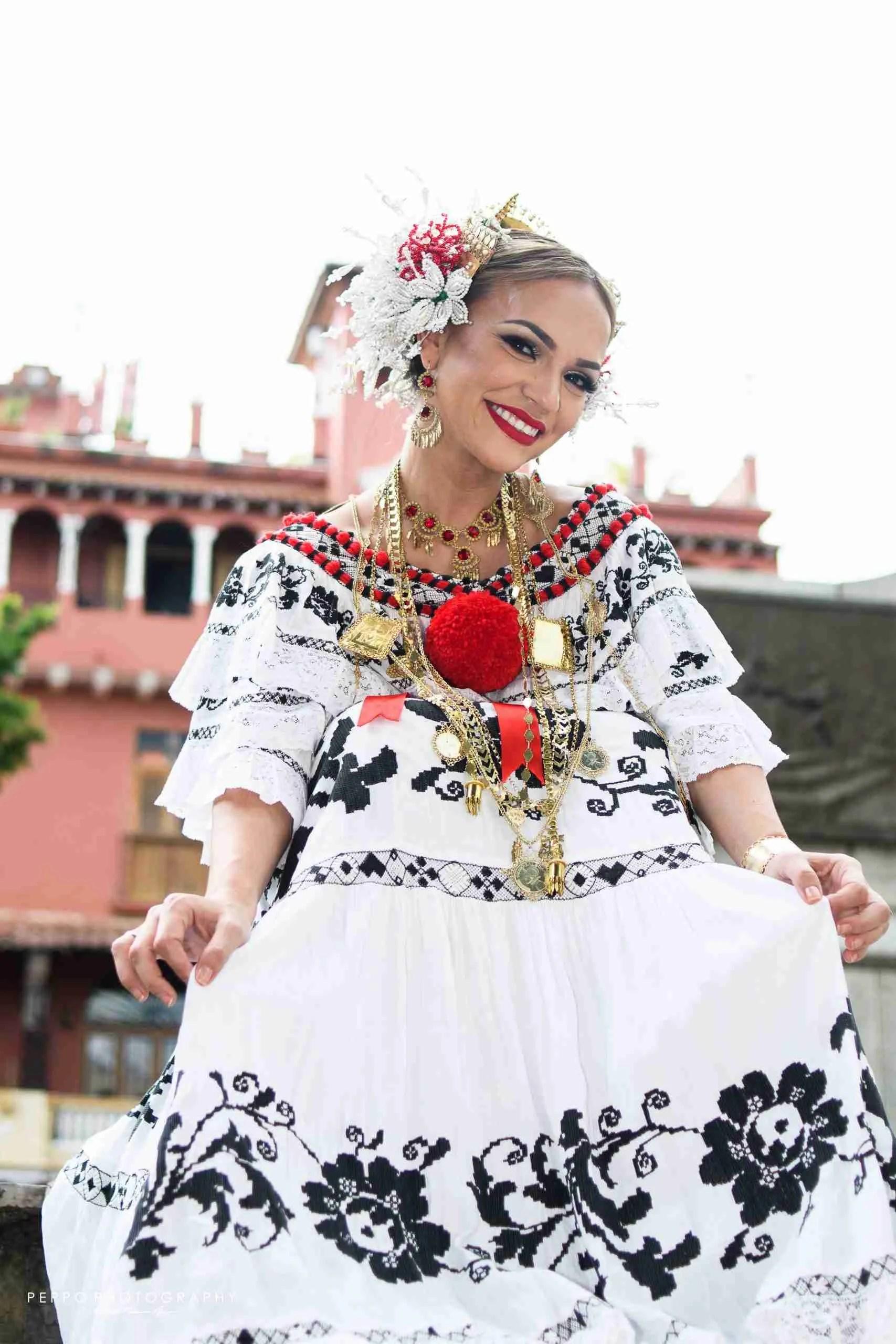 Fotos con pollera de gala por Peppo Photography en Panamá