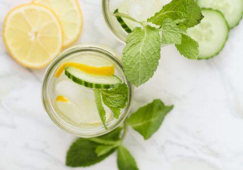 Refresco de verão com limão, pepino e hortelã, receita, pequena vegetariana, comidinhas do bem, ana Tavares, agua com sabor, agua com menta, agua com limão, refresco de verão