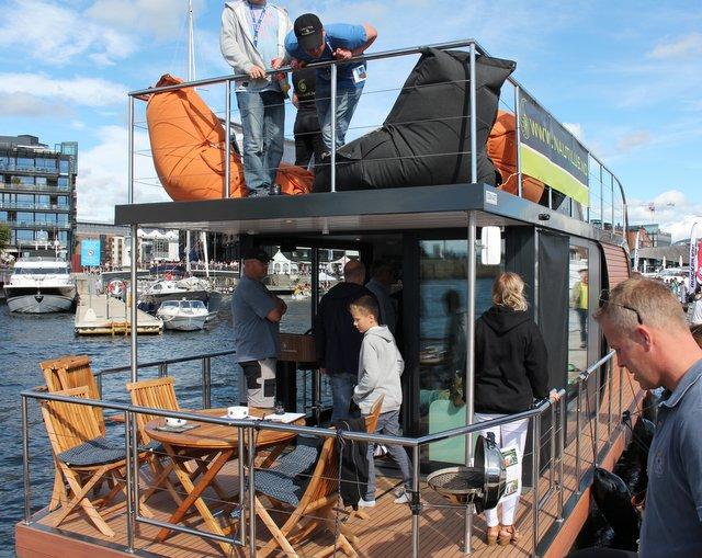 Husbåt, med vekt på første stavelse...