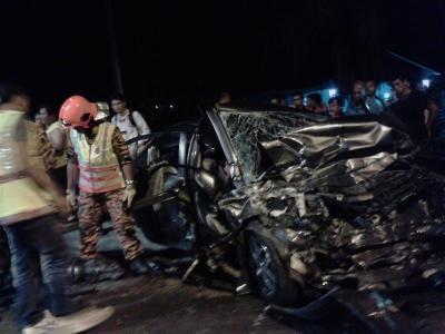 Empat maut nahas bas dan kereta di Jalan Lipis-Merapoh
