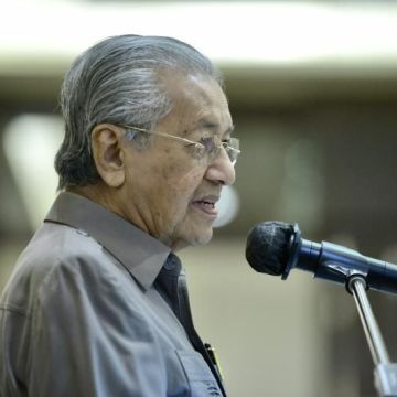 Dr. M, 4 MP mohon mencelah saman isu Agong tidak perkenan darurat