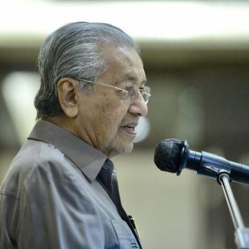 Walau dicemuh 'kerajaan bukan Melayu', prestasi pentadbiran PH amat baik, kata Dr M