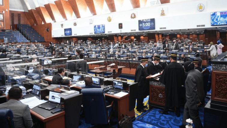 Kelainan Malaysia tangani Covid-19 – Shahrir