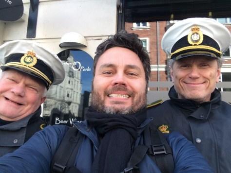 Per Brændgaard med flinke betjente.