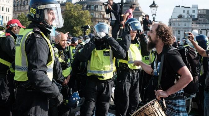 Politiet og øjenvidner har meget forskellige opfattelser af urolighederne i lørdags