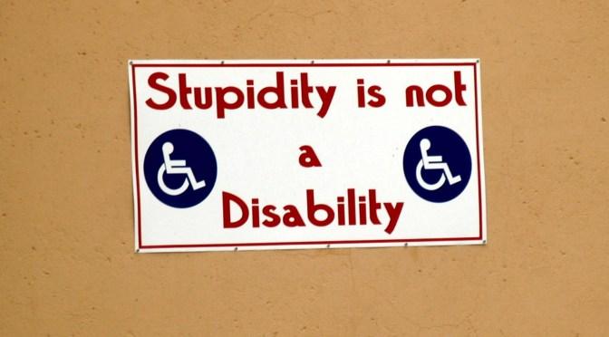 Psykologisk teori: Dumhed er mere farligt end ondskab