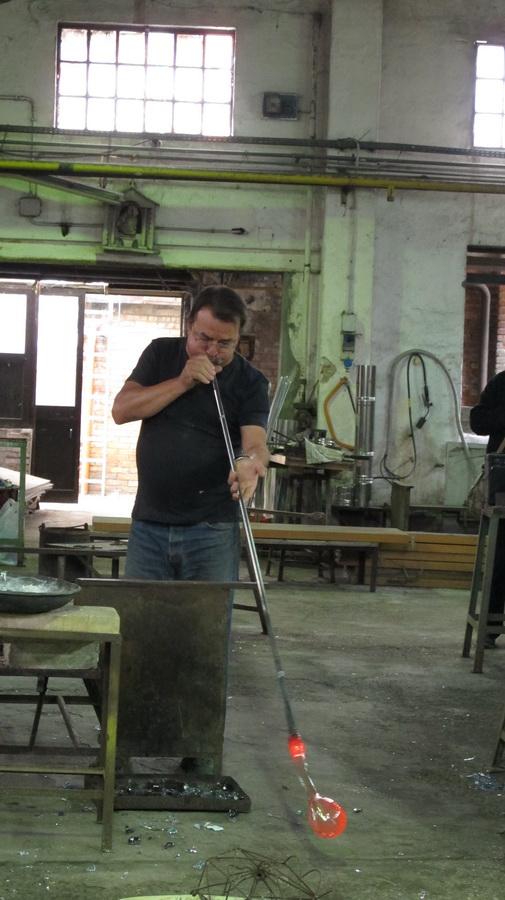 Murano - majstor staklar izrađuje konja