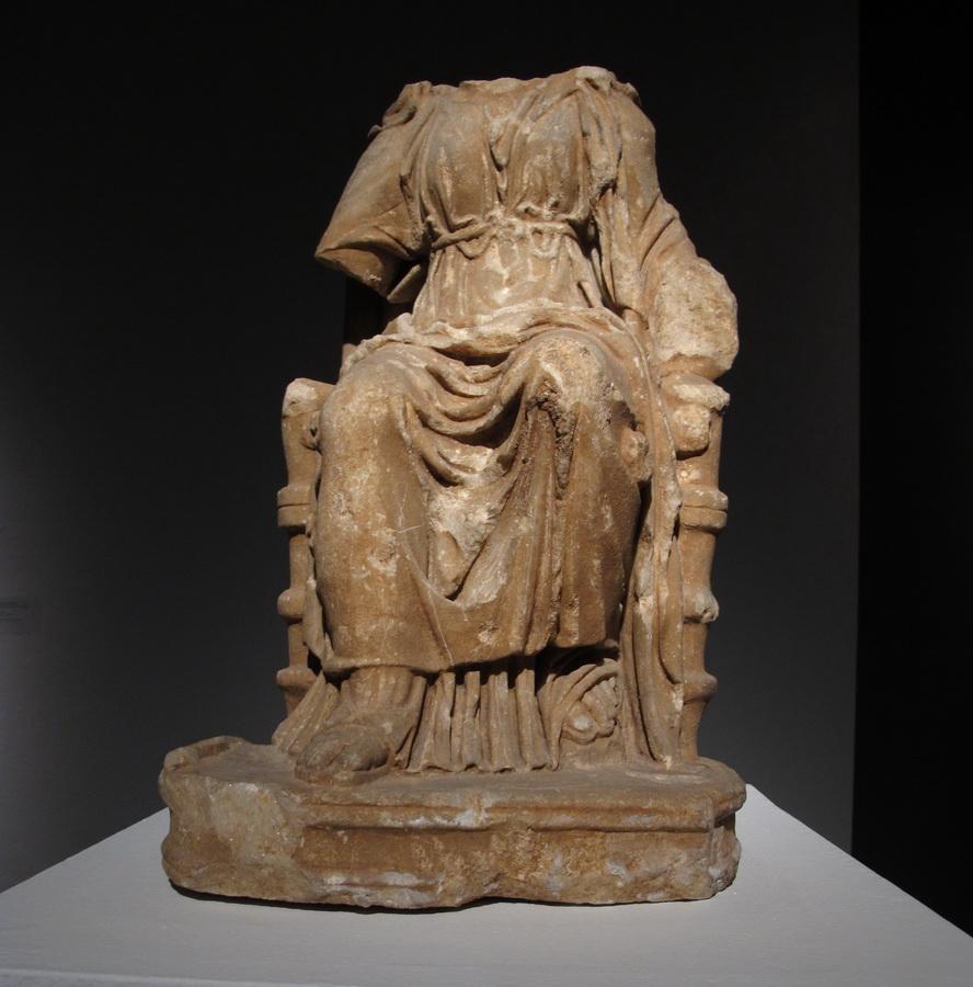 Magna Mater, Nezakcij 1-2.st.