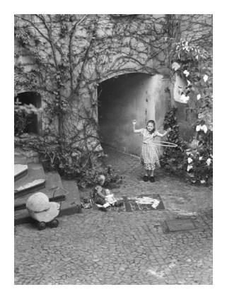 U svom dvorištu, 2002.