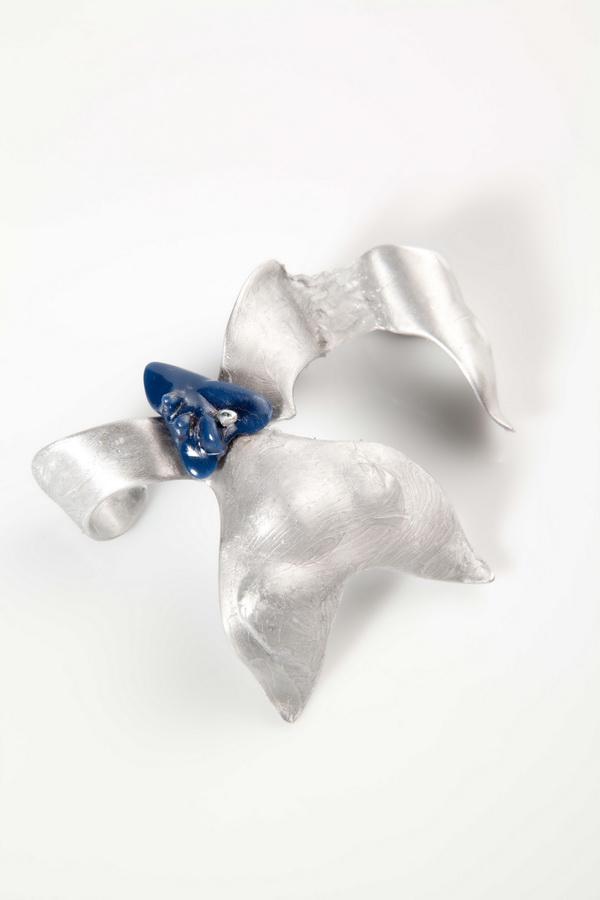 Andreja Krušelj - Nemo prsten (aluminij, silikon, kompozitni kamen), foto: Mario Majcan